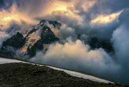 Про свет сквозь дождь в горах Домбая... / Снято при подъёме на вершину Мусса-Ачитара. Кавказ, Домбай, КЧР. http://www.youtube.com/watch?v=-CCRZz4v3cc&t=40s
