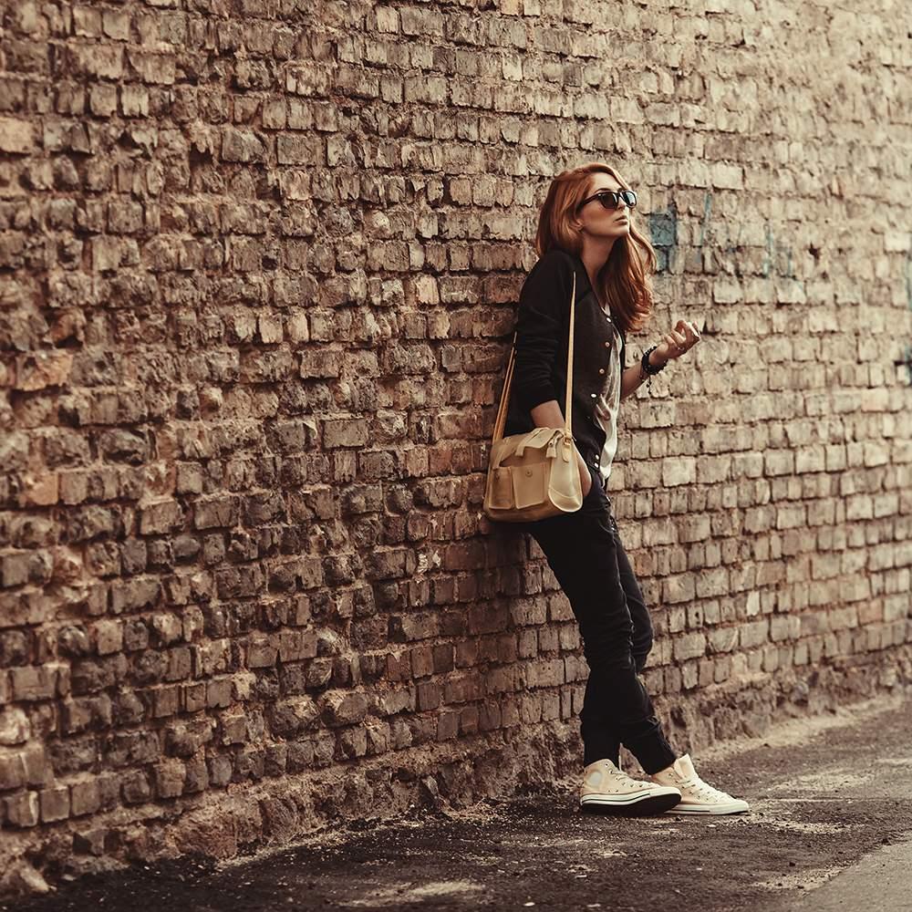 Фото на фоне стены