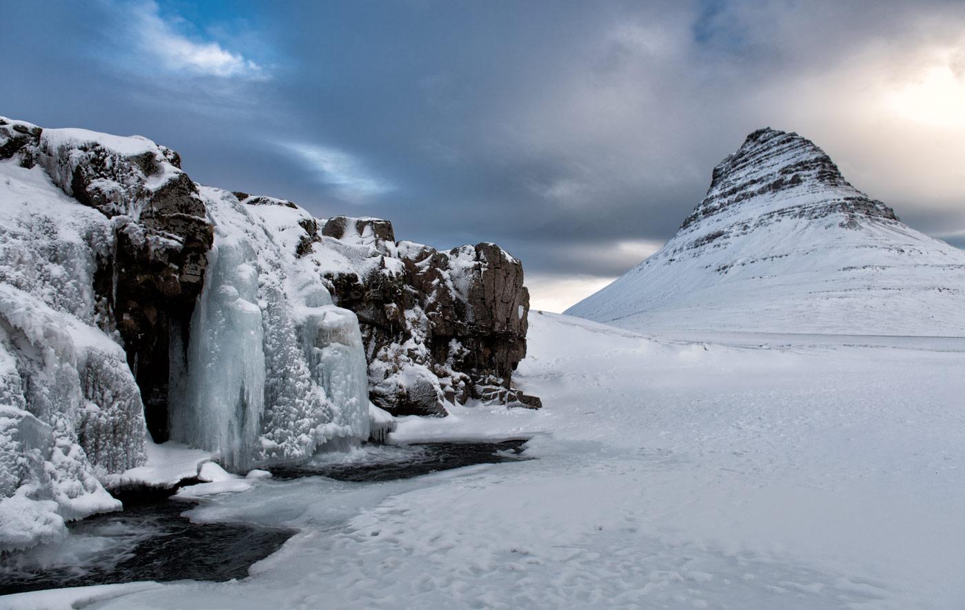 Этюд в холодных тонах / Водопад Киркьюфелфосс (Kirkjufellfoss), Западная Исландия