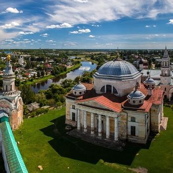 Свечная церковь, Борисоглебский собор и Введенская церковь Борисоглебского монастыря